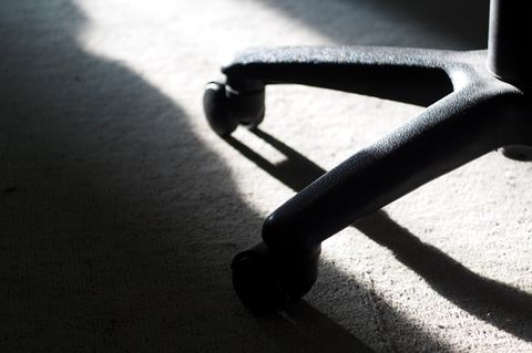 Einblicke in Mordkomission - ein Protokoll: Rollen eines Schreibtischstuhls