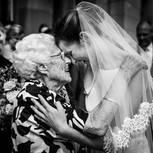 Hochzeitsfoto: Braut mit Oma
