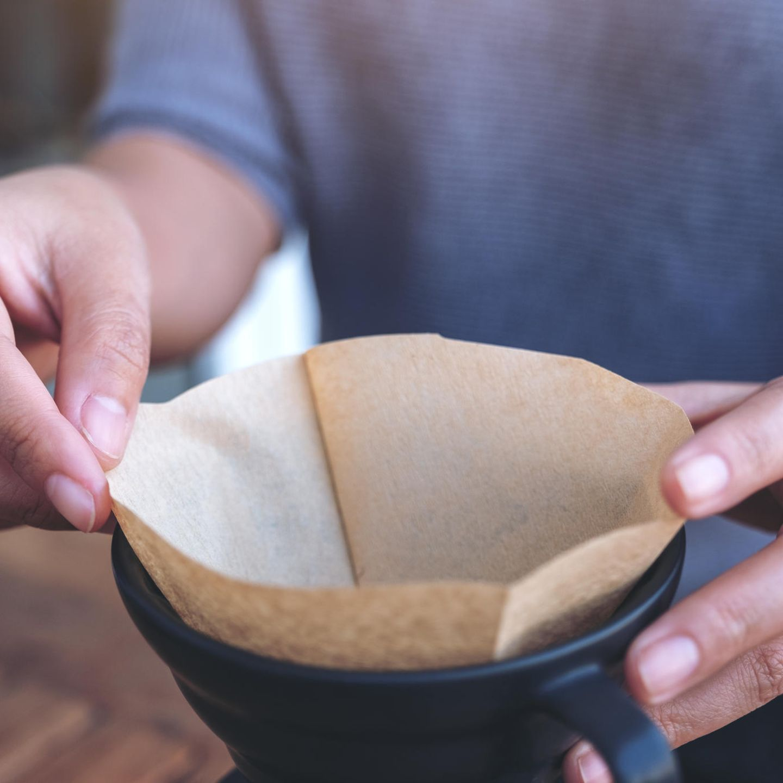 Kaffee-Fehler: Filter in einer Kaffeemaschine