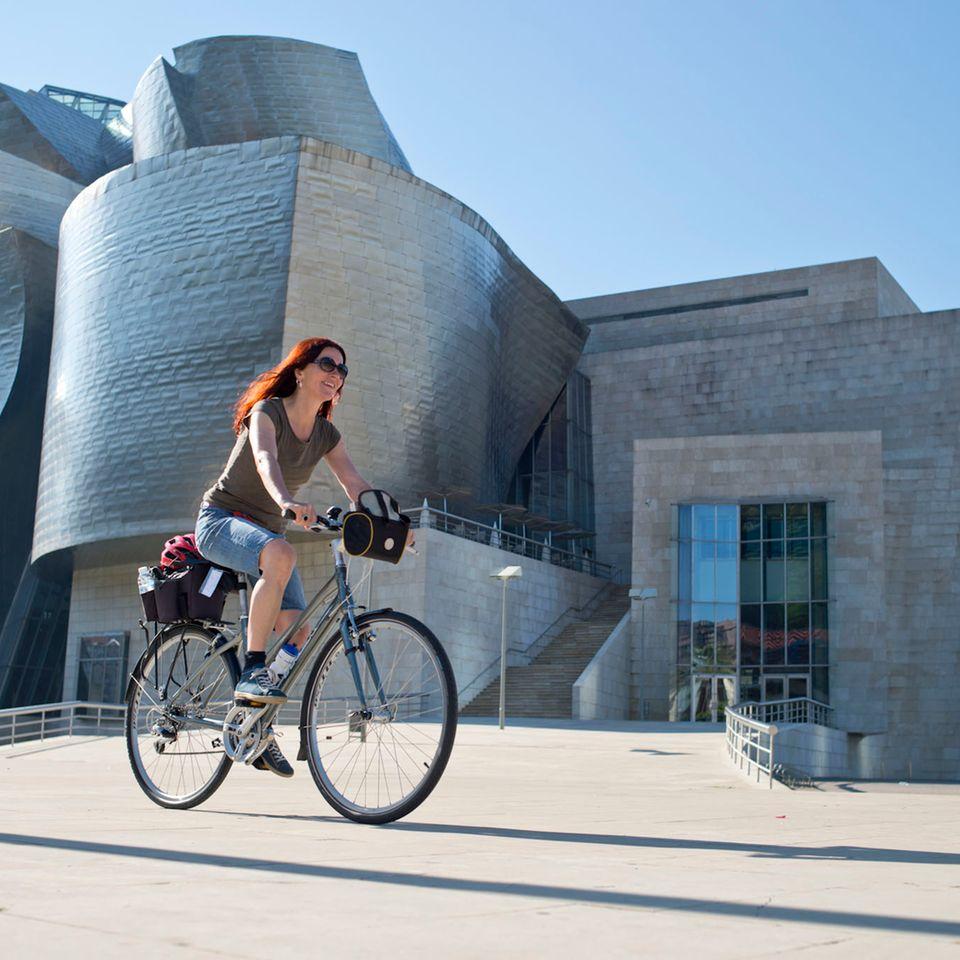 Los geht's! Die Radtour an Nordspaniens Küste startet am weltberühmten Guggenheim-Museum in Bilbao.