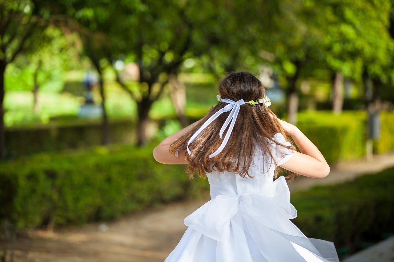 Glückwünsche zur Firmung: Firmling im festlichen Kleid