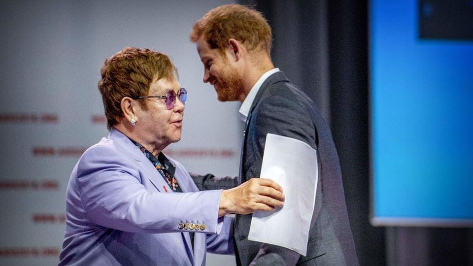 Elton John verteidigt Prinz Harry