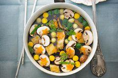 Klare Gemüse-Pilz-Suppe