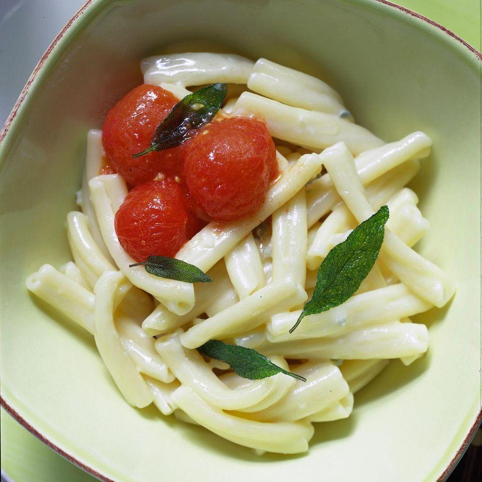 Nudeln mit Gorgonzola und Tomaten