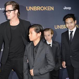 Brad Pitt mit Pax Jolie-Pitt (L), Shiloh Jolie-Pitt (C) and Maddox Jolie-Pitt