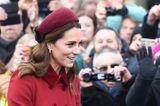 Kate Middleton trägt eine Samthaarband