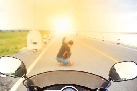 Influencerin postet Fotos ihres Motorradunfalls – alles nur für Werbung?