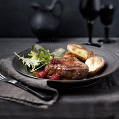 Himbeer-Bratensoße zu gegrillten Steaks