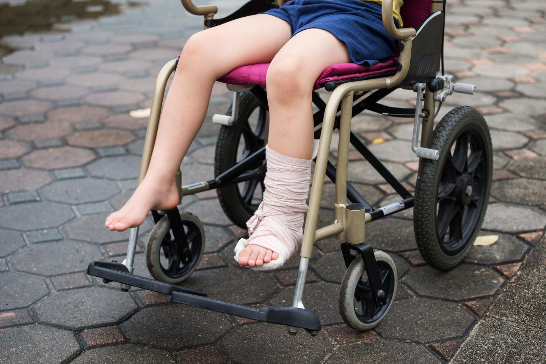 Wie furchtbar! Mutter soll Kinder in Rollstuhl gezwungen und Sozialleistungen erschlichen haben