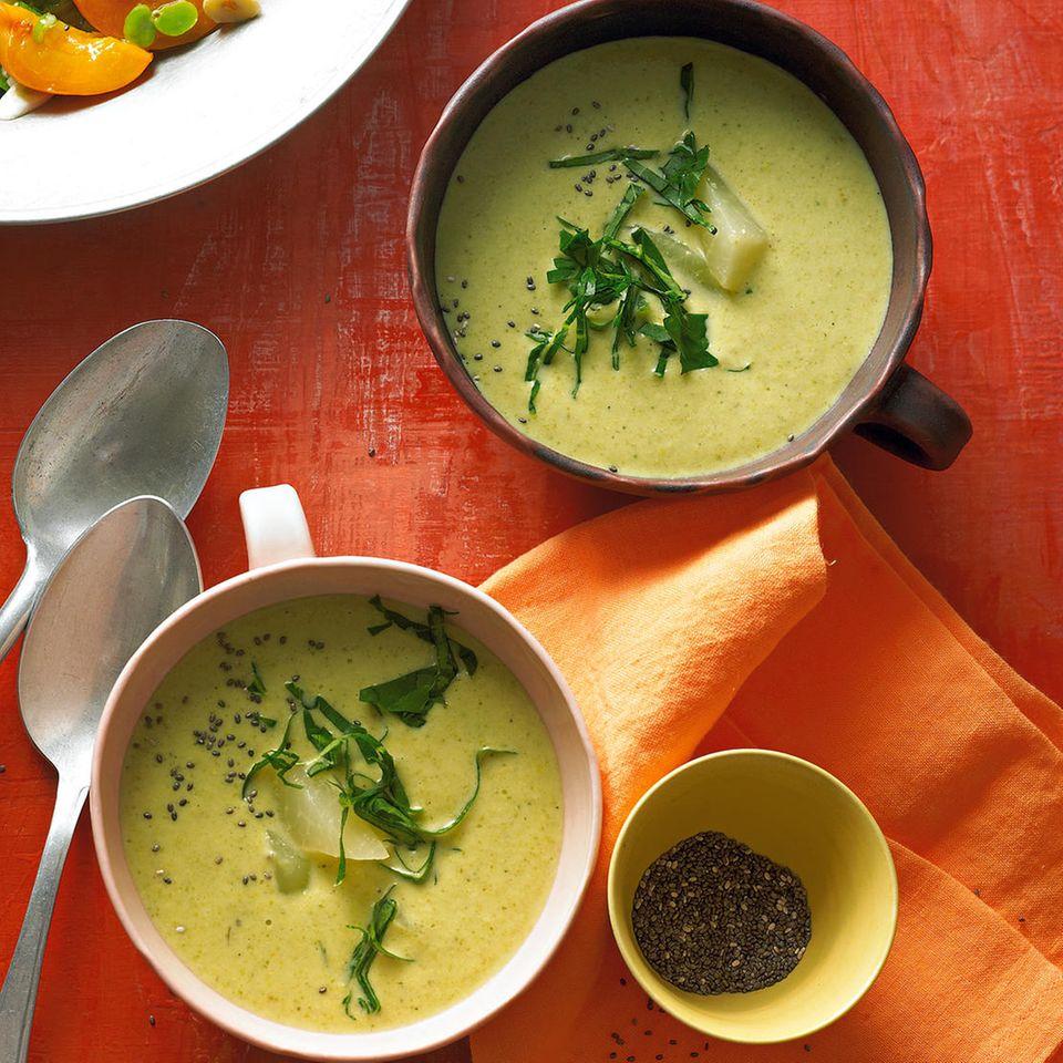 Grüne Kohlrabi-Apfel-Suppe mit Ingwer