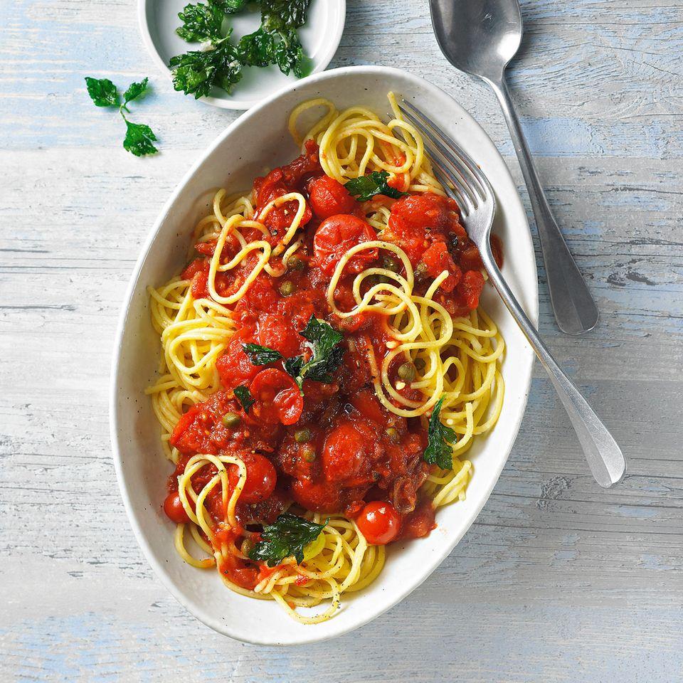 Maisnudeln mit Tomatensoße