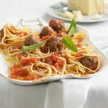 Spaghetti mit Hackbällchen und Tomatensoße
