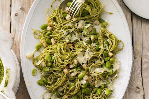 Spaghetti mit Pistazien-Pesto und dicken Bohnen