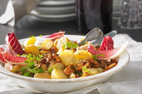 Kartoffelsalat mit Pfifferlingen