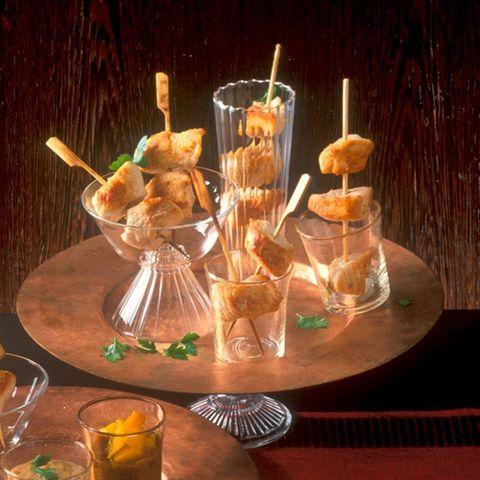 Saté-Spießchen mit Erdnuss-Ingwer-Dip