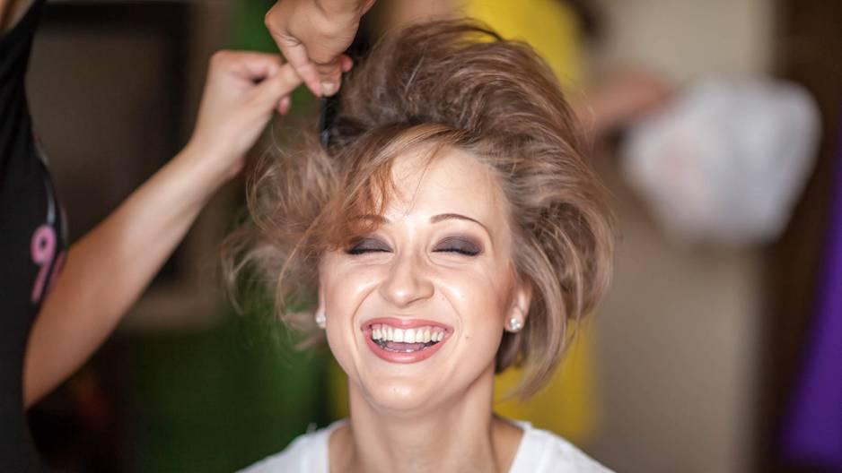 Haare toupieren: Frau mit toupiertem Haar