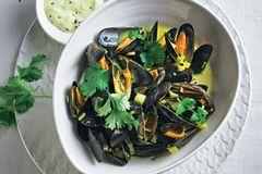 Muschelrezepte: Miesmuscheln in Currysahne