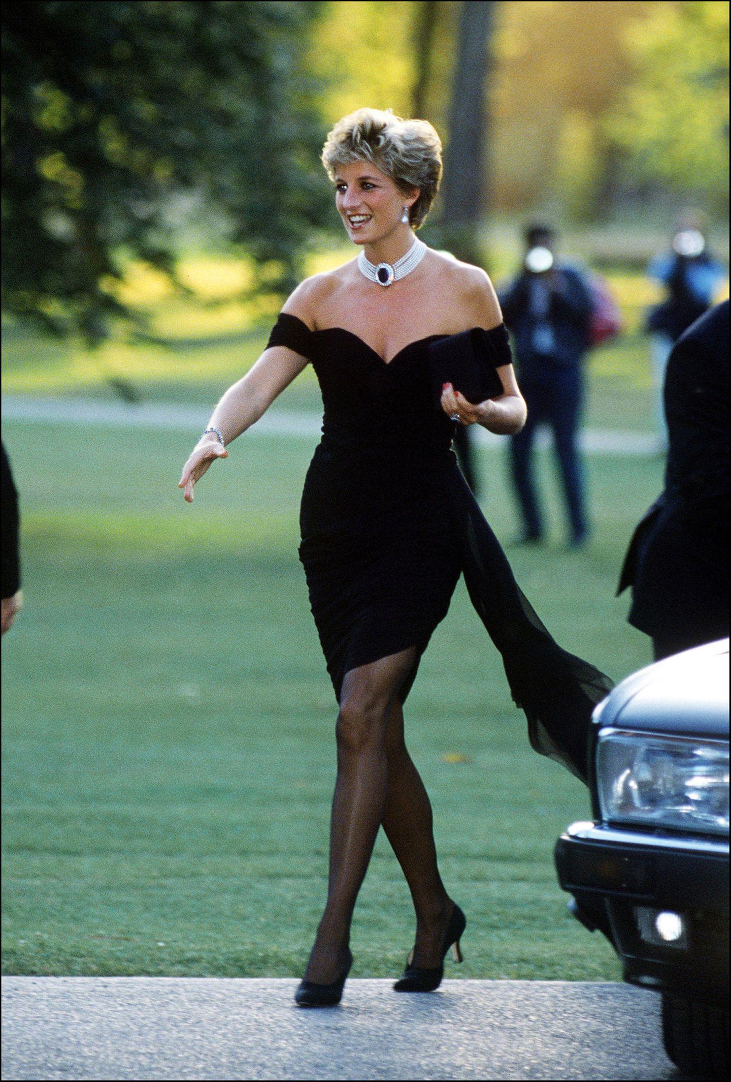 Skandalkleider der Royals: Lady Diana in einem schwarzen Kleid