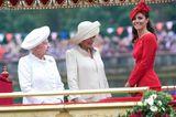 Skandalkleider der Royals: Herzogin Kate mit der Queen und Camilla Parker Bowles