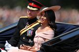 Skandalkleider der Royals: Meghan Markle mit Prinz Harry in einer Kutsche