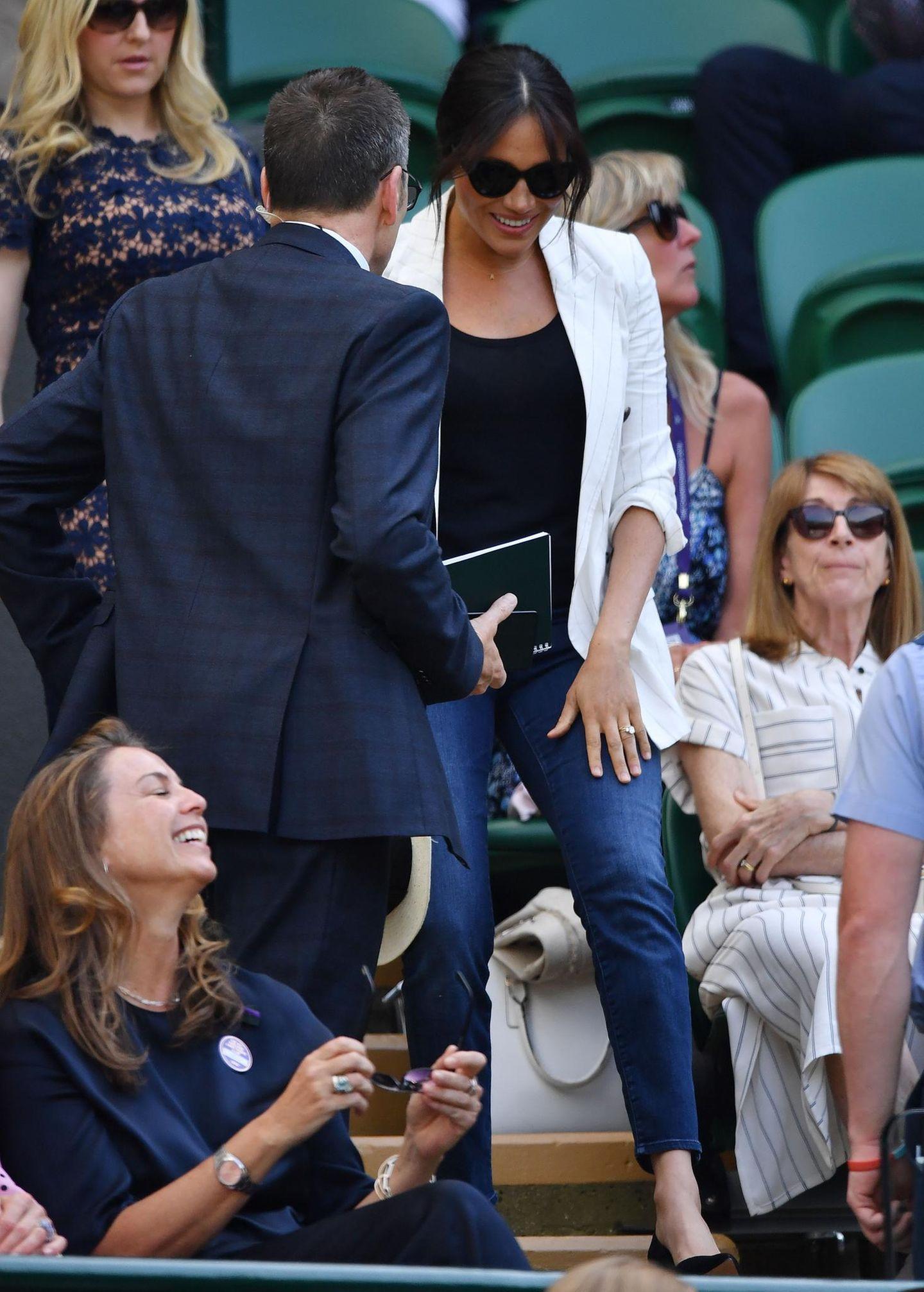 Skandalkleider der Royals: Meghan Markle mit Jeans auf Tribüne
