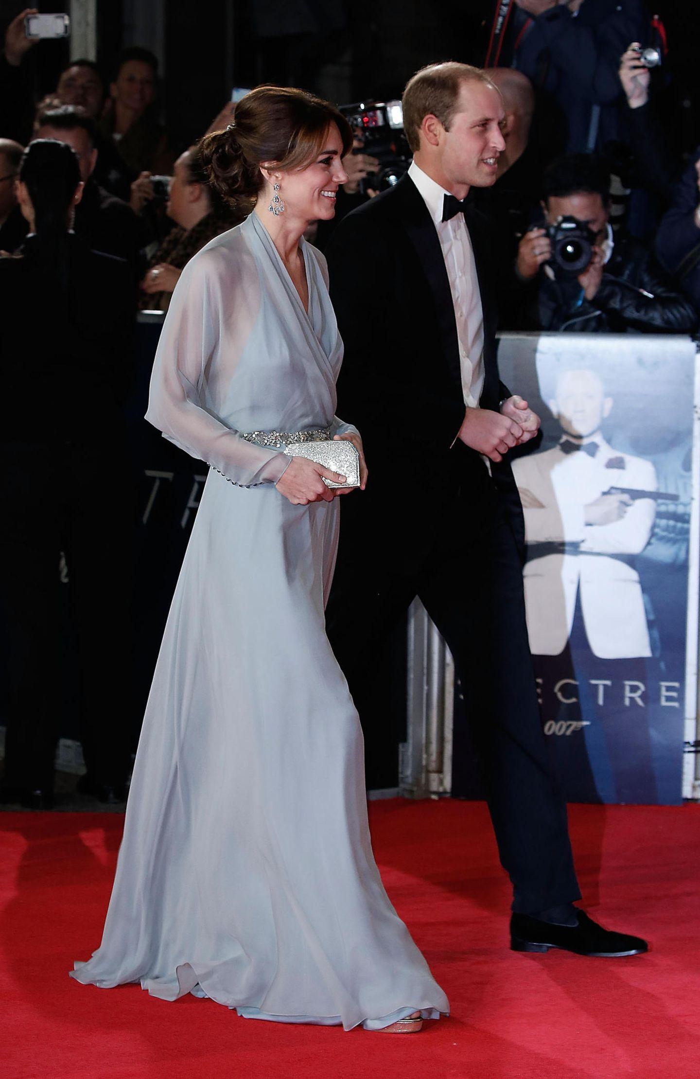 Skandalkleider der Royals: Kate Middleton mit Prinz William auf dem roten Teppich