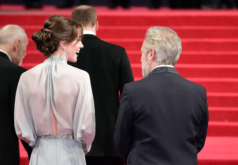 Skandalkleider der Royals: Kate Middleton auf dem roten Teppich von hinten