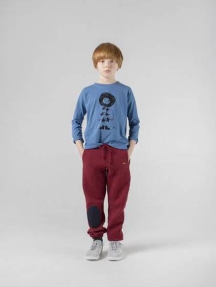 Kindermode: Junge posiert
