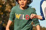 Kindermode: Junge in grünem Pullover
