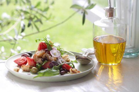 Oliven-Tomaten-Brot-Salat