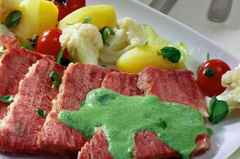 Gekochte Ochsenbrust mit Bouillon-Gemüse