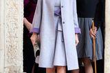 Schuhe der Royals: Letizia von Spanien mit Mantel unterwegs