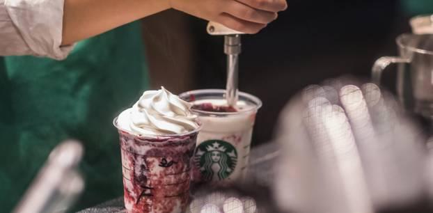Starbucks-Becher mit böser Überraschung