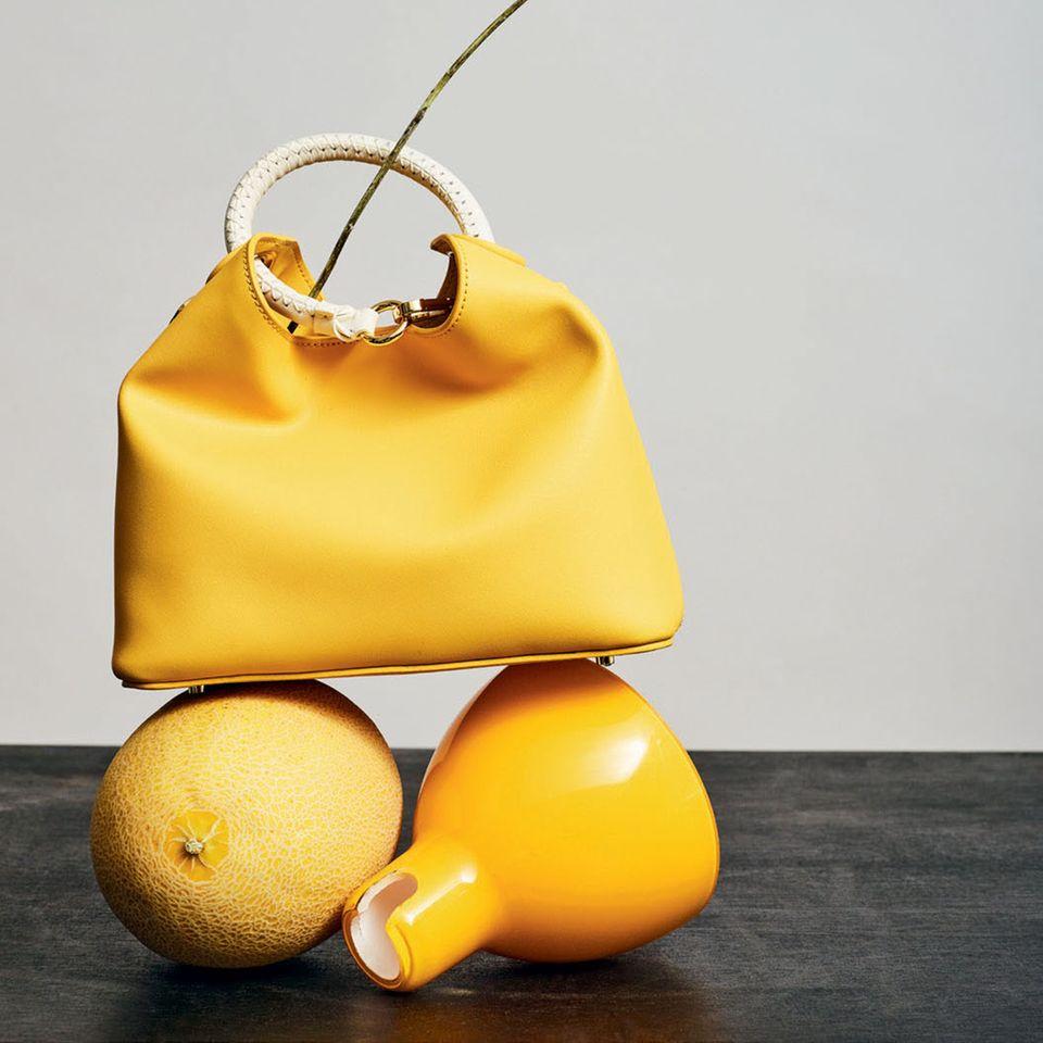 Accessoires-Klassiker: Gelbe Bucket-Bag