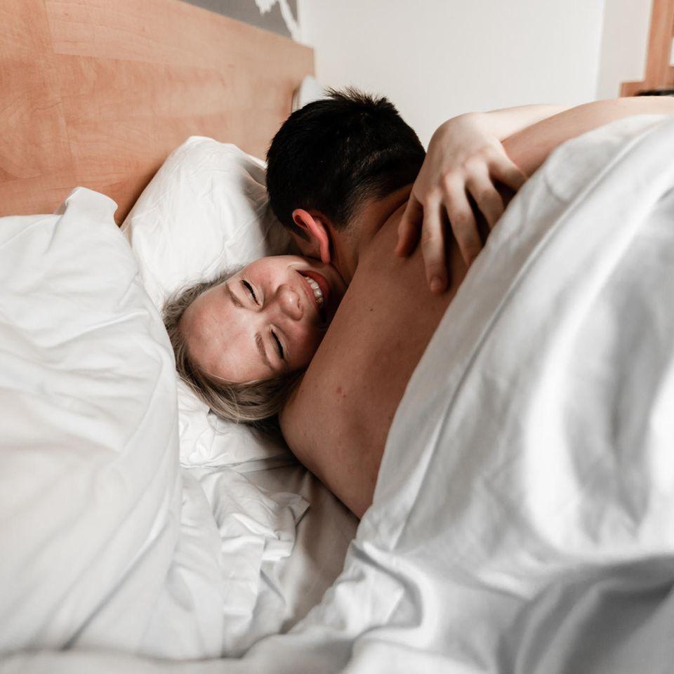 Multiple Orgasmen: Ein Pärchen im Bett