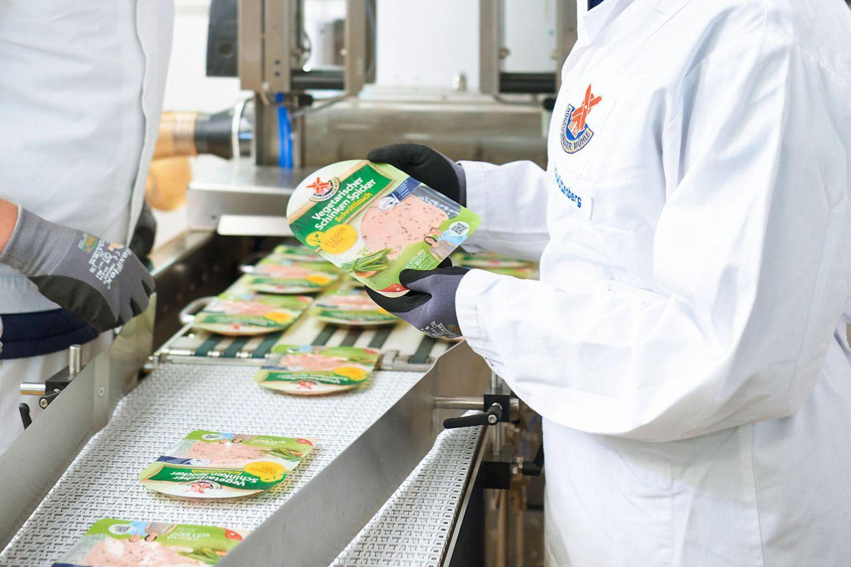 Die Rügenwalder Mühle will mehr Platz für vegetarische Produkte machen