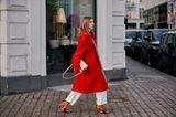 Copenhagen Streetstyle: Frau in rotem Mantel