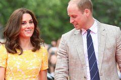 Kate in gelbem Kleid