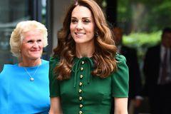 Kate in grünem Kleid