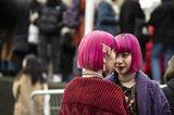 Frisuren mit Haarspangen: Zwillinge mit pinken Haaren