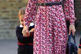 Royale Kinderfotos: Prinzessin Charlotte versteckt sich hinter Herzogin Kate