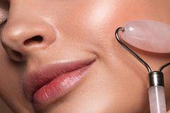 Edelstein-Roller im Selbsttest: Esoterik-Schnickschnack oder Beauty-Geheimnis?