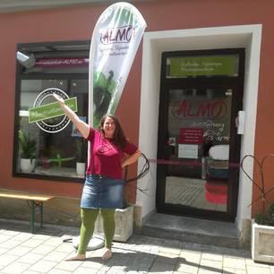 Stoffbinden-Herstellerin Stefanie Wagner eröffnet Menstruationsladen