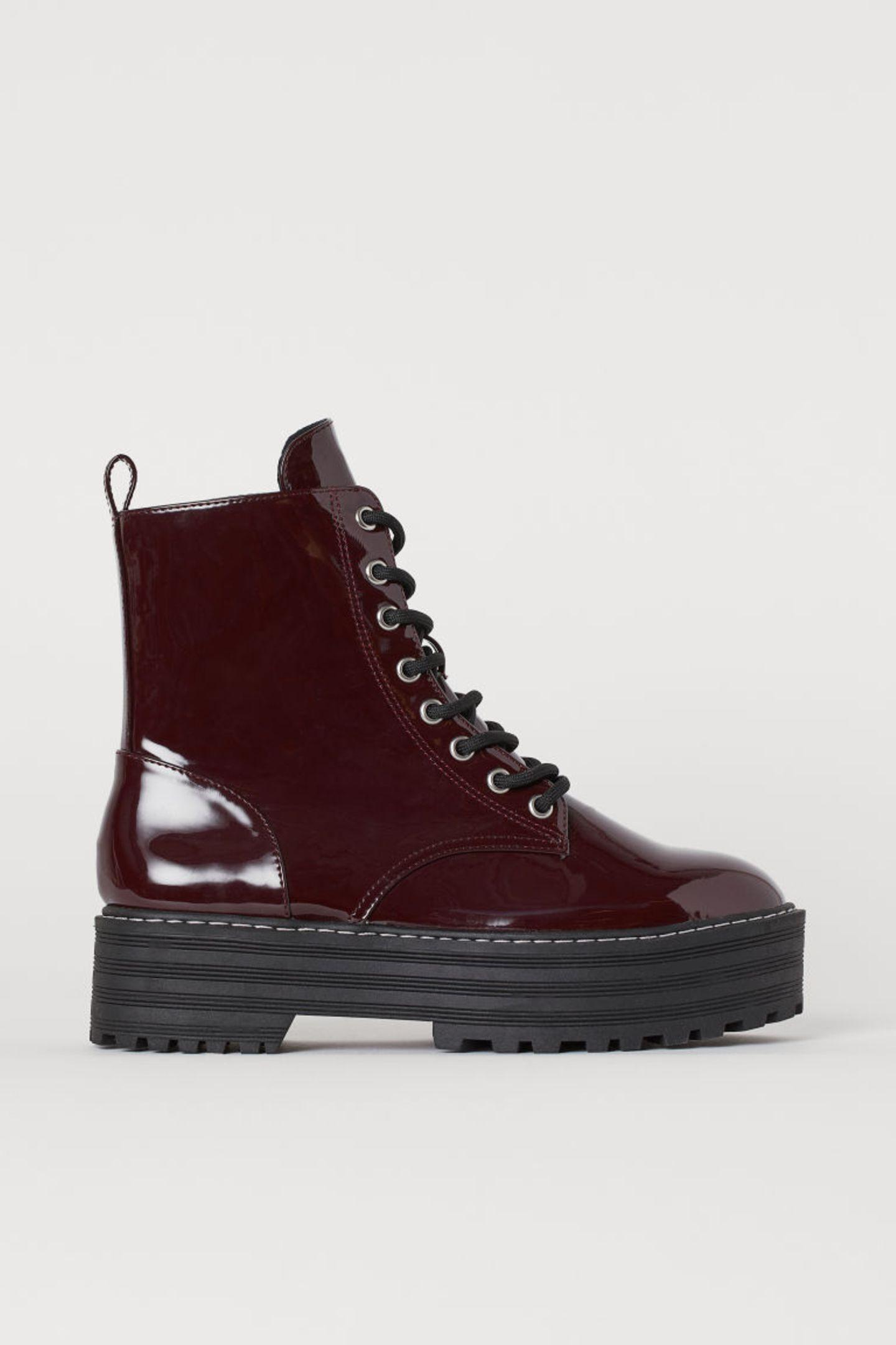 1 Style, 2 Looks: Lackboots