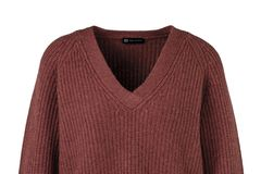 1 Style, 2 Looks: Weinroter Cashmere Pullover
