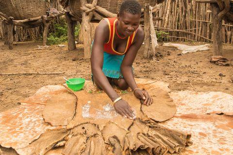 Periode in Uganda, Lepera Joyce, 23, Ziegenhaut