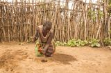 Periode in Uganda: Munyes, 44, buddelt Löcher
