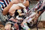 Boho-Style: Diese Looks sind jetzt angesagt: Gestreifte Bluse mit Musterhose und gemusterten Schuhen