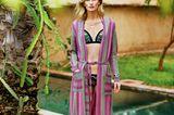 Boho-Style: Diese Looks sind jetzt angesagt: Bikini mit Stickerei + lila Kimono