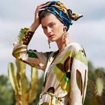 Boho-Style: Diese Looks sind jetzt angesagt: Musterkleid mit Musterstirnband